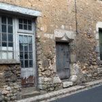 Vieille boutique et porte