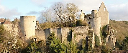 Le chateau Guichard vu de la Huche Corne